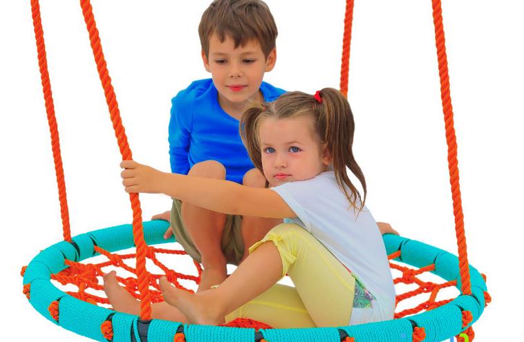 Gandro lizdas skirtas vaikų žaidimų aikštelės papildymui. UAB MK Mediena